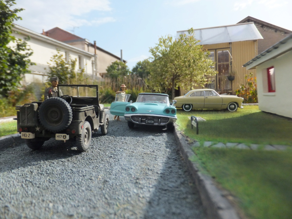 "Etain à l'heure américaine-Ford Tudor coupé 1949. 1/32[Lindberg]-jeep 1/35[Tamiya]-Europe, 1945[Masterbox3514]1/35-1960 Ford Thunderbird[AMT1135] 1/32.""FIN"" - Page 10 Dscf7431"