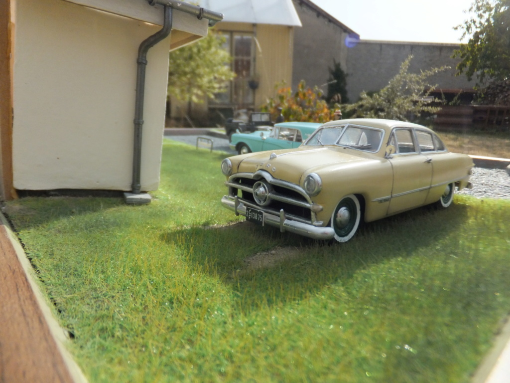 "Etain à l'heure américaine-Ford Tudor coupé 1949. 1/32[Lindberg]-jeep 1/35[Tamiya]-Europe, 1945[Masterbox3514]1/35-1960 Ford Thunderbird[AMT1135] 1/32.""FIN"" - Page 10 Dscf7437"