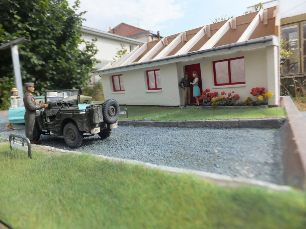 "Etain à l'heure américaine-Ford Tudor coupé 1949. 1/32[Lindberg]-jeep 1/35[Tamiya]-Europe, 1945[Masterbox3514]1/35-1960 Ford Thunderbird[AMT1135] 1/32.""FIN"" - Page 10 Dscf7439"