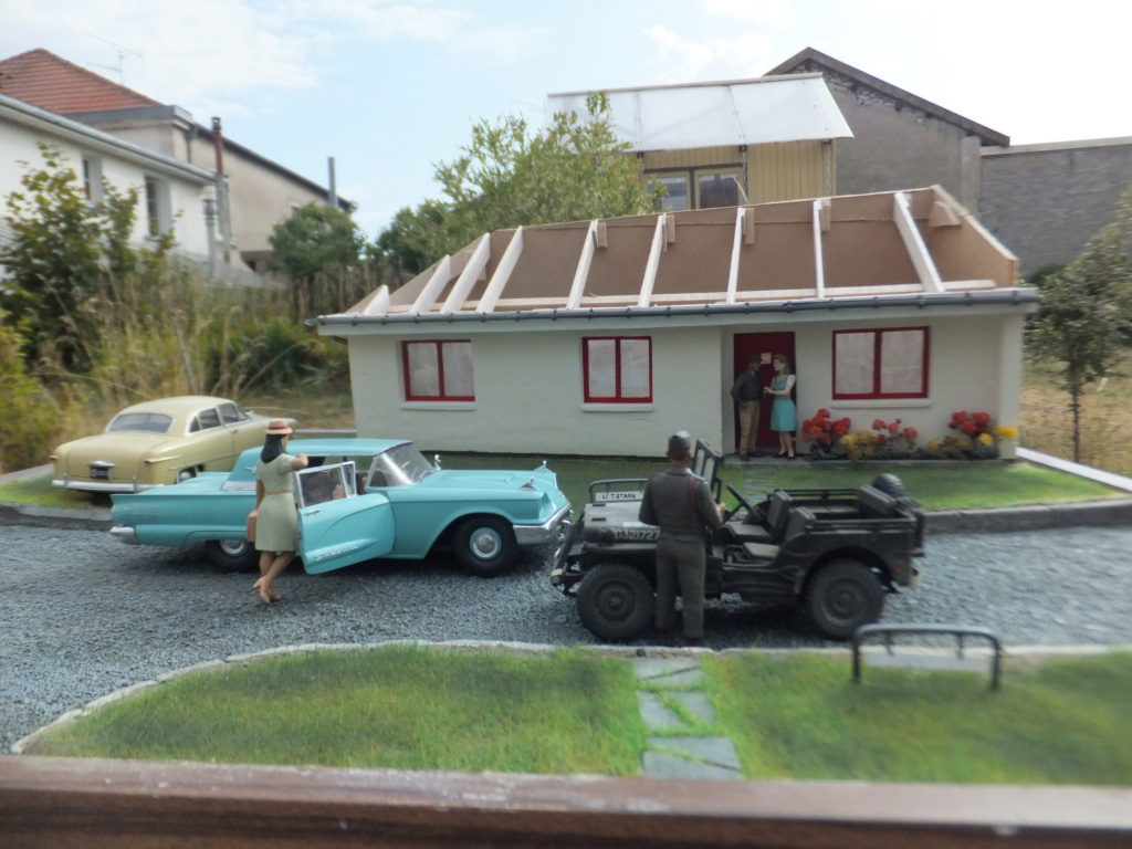 "Etain à l'heure américaine-Ford Tudor coupé 1949. 1/32[Lindberg]-jeep 1/35[Tamiya]-Europe, 1945[Masterbox3514]1/35-1960 Ford Thunderbird[AMT1135] 1/32.""FIN"" - Page 10 Dscf7440"