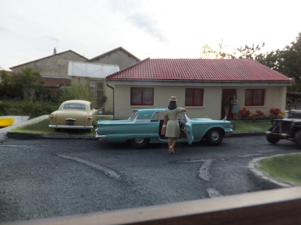"Etain à l'heure américaine-Ford Tudor coupé 1949. 1/32[Lindberg]-jeep 1/35[Tamiya]-Europe, 1945[Masterbox3514]1/35-1960 Ford Thunderbird[AMT1135] 1/32.""FIN"" - Page 12 Dscf7626"
