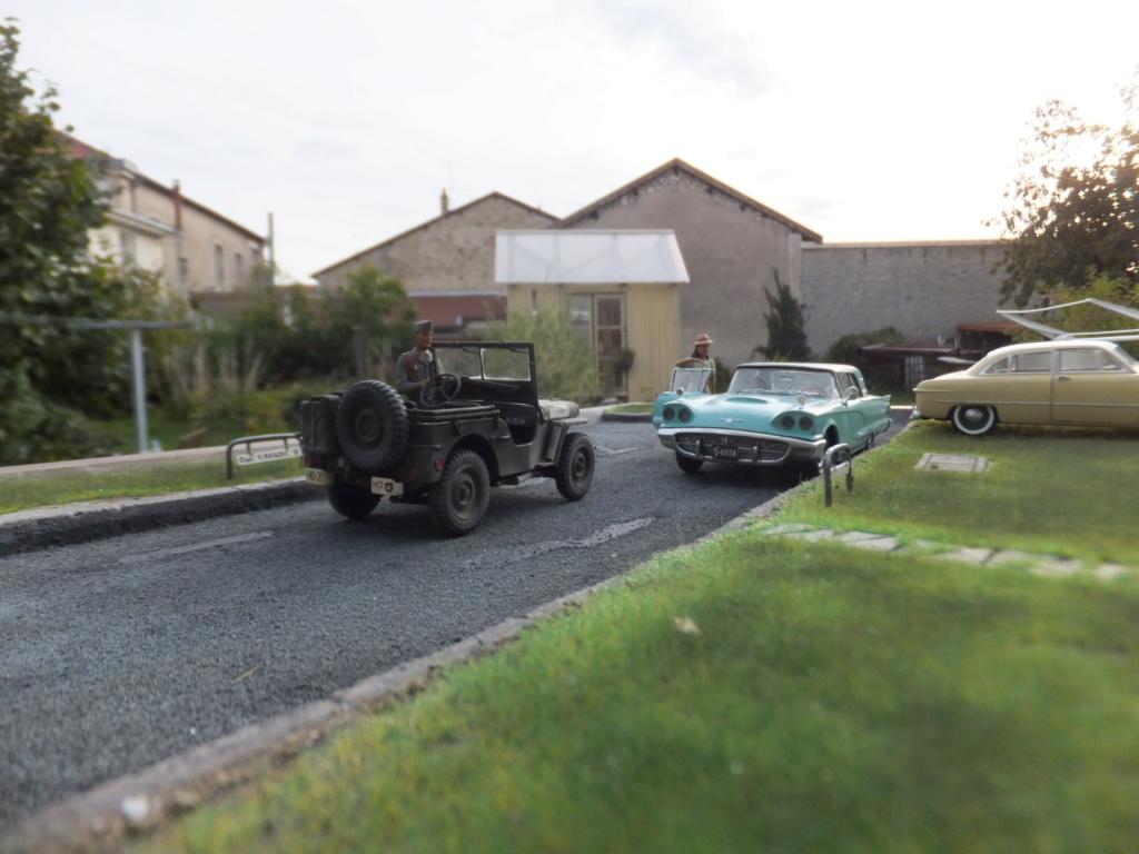 "Etain à l'heure américaine-Ford Tudor coupé 1949. 1/32[Lindberg]-jeep 1/35[Tamiya]-Europe, 1945[Masterbox3514]1/35-1960 Ford Thunderbird[AMT1135] 1/32.""FIN"" - Page 12 Dscf7635"