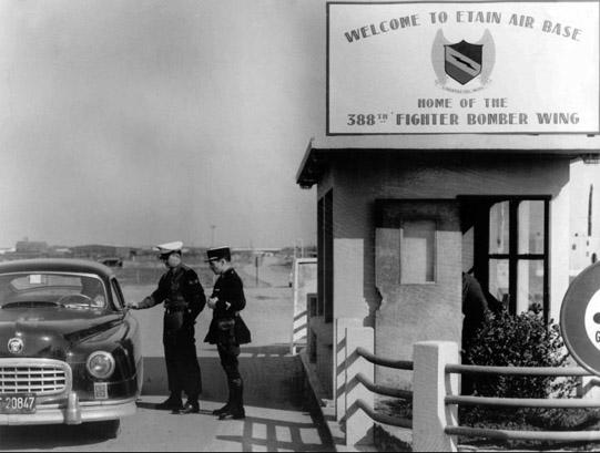"""Etain à l'heure américaine-Ford Tudor coupé 1949. 1/32[Lindberg]-jeep 1/35[Tamiya]-Europe, 1945[Masterbox3514]1/35-1960 Ford Thunderbird[AMT1135] 1/32.""""FIN"""" Entrzo10"""