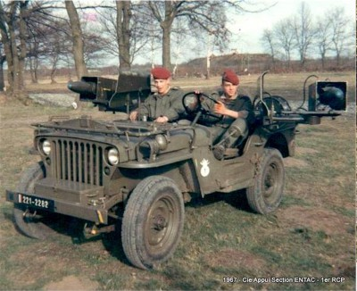 "Corvée d' eau saharienne-Légion étrangère-[tamiya] Jeep, [italeri] Dodge wc 62 1/35 Goumier ICM indigène MB ""FIN"" - Page 5 Sahara12"