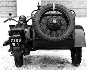 """Sidecar Bernardet 2 modéle 1938 Dragon porté RM -1/35- scrath """"FIN"""" Sidebd10"""