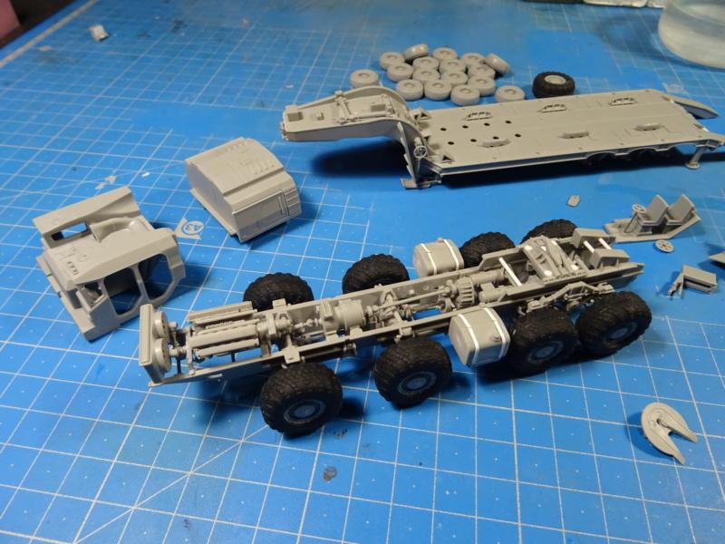 MAZ-7410 & Chmzap-9990 w/ T-80BV MBT 1/72 (Modelcollect UA 72153) Dsc01843