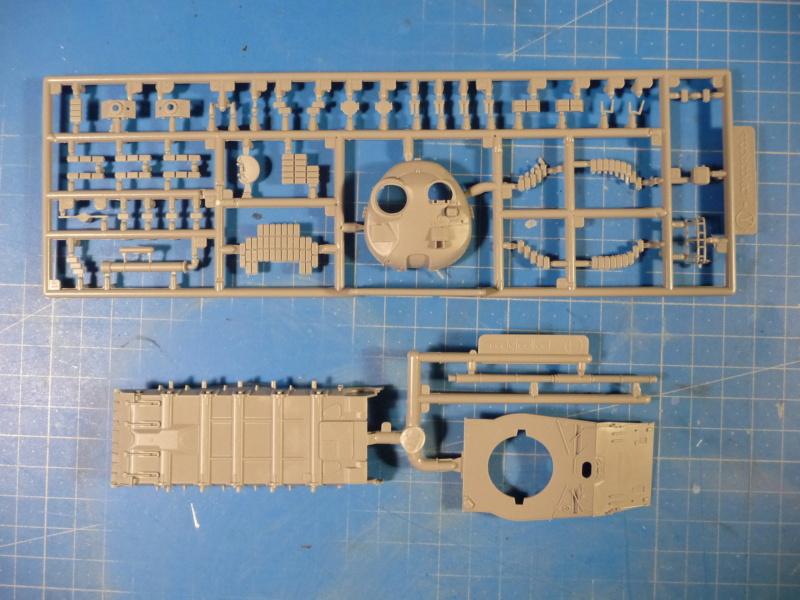 Ouvre-boite : MAZ-7410 & Chmzap-9990 w/ T-80BV MBT 1/72 (Modelcollect UA 72153) P1310518