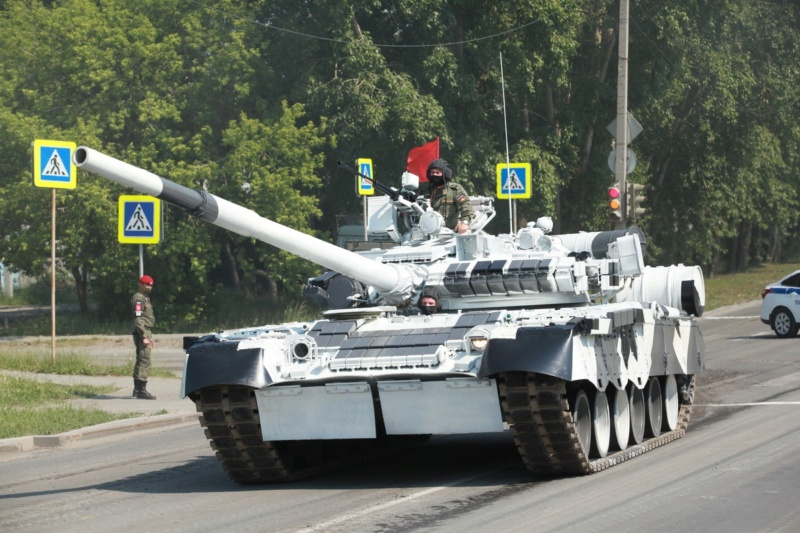 MAZ-7410 & Chmzap-9990 w/ T-80BV MBT 1/72 (Modelcollect UA 72153) T-80_b10