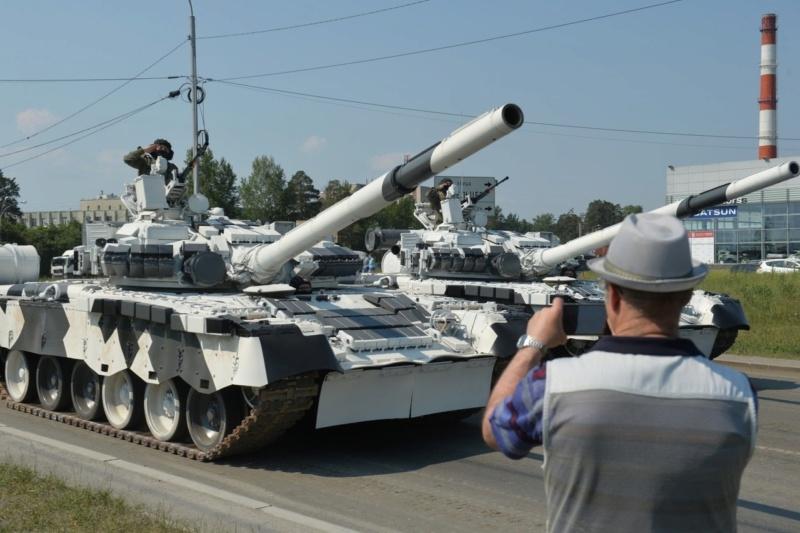 MAZ-7410 & Chmzap-9990 w/ T-80BV MBT 1/72 (Modelcollect UA 72153) T_80_b10