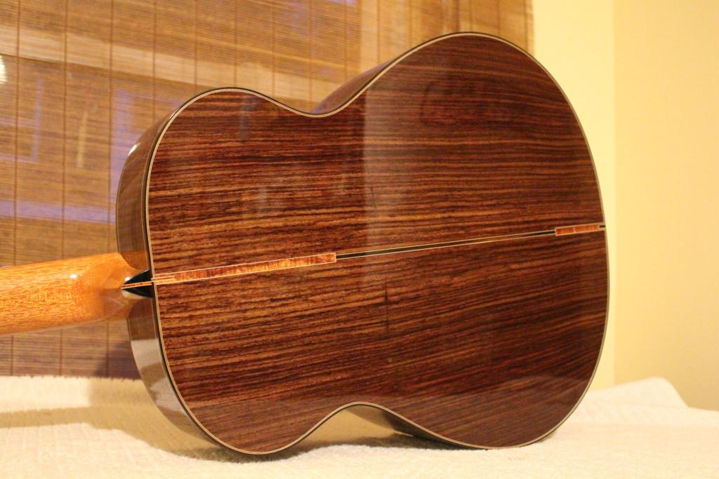 2021: 8 guitares pour la Red House Img_9117