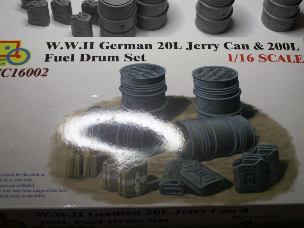 WW II GERMAN 20L JERRY CAN & 200L FULL DRUM SET (Classy Hobby 1:16) Pict0292