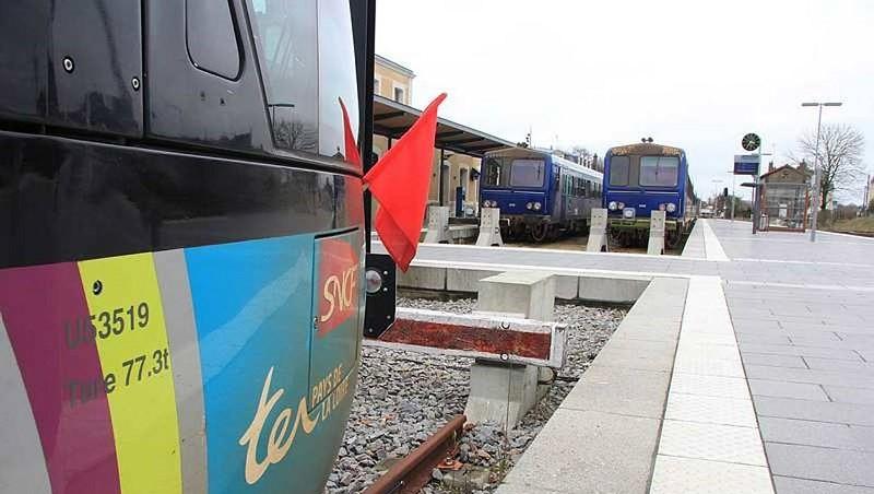 Ligne SNCF Rennes-Châteaubriant :Avenir de la ligne F30ed311