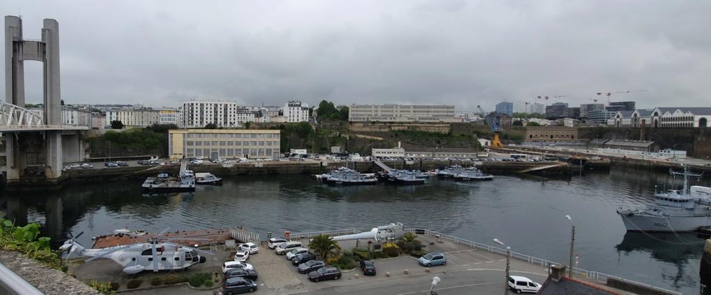 [Vie des ports] BREST Ports et rade - Volume 001 - Page 39 Brest_11