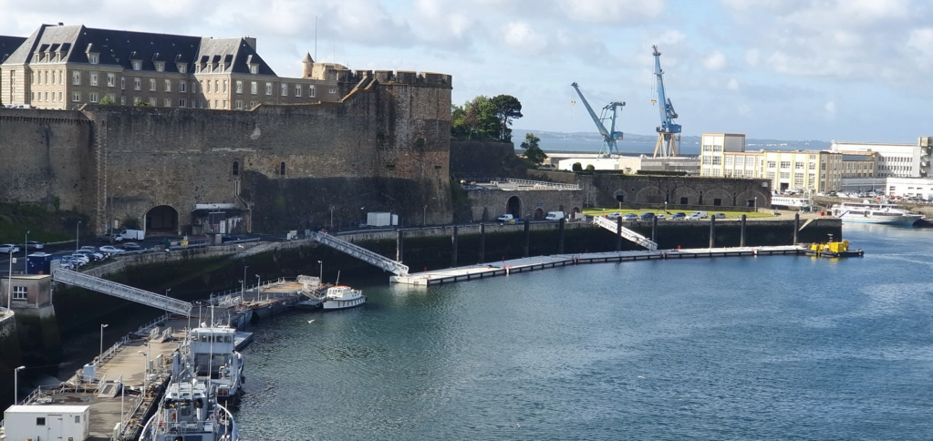 [Vie des ports] BREST Ports et rade - Volume 001 - Page 40 Ponton10