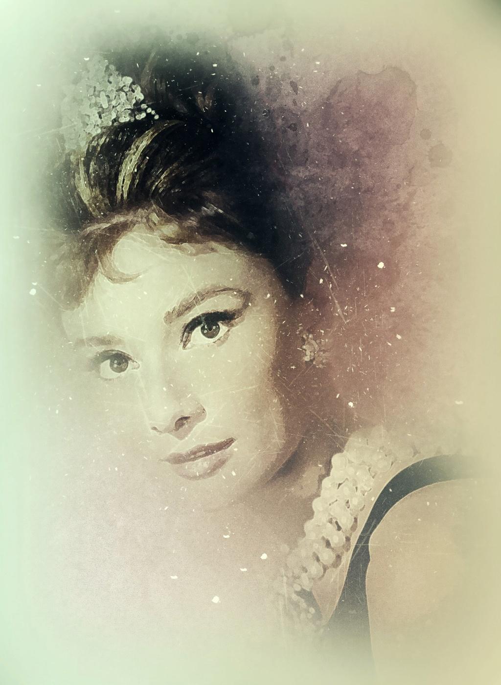 Audrey Hepburn 43820810