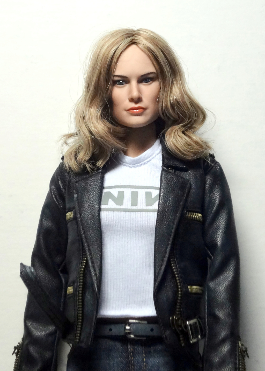 SWToys - NEW PRODUCT: Swtoys FS028 1/6 Scale Danvers figure Dsc00916