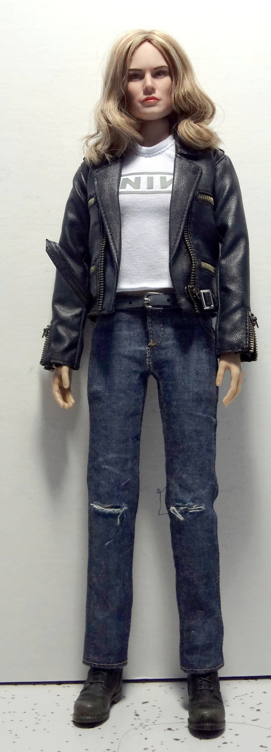 SWToys - NEW PRODUCT: Swtoys FS028 1/6 Scale Danvers figure Dsc00917