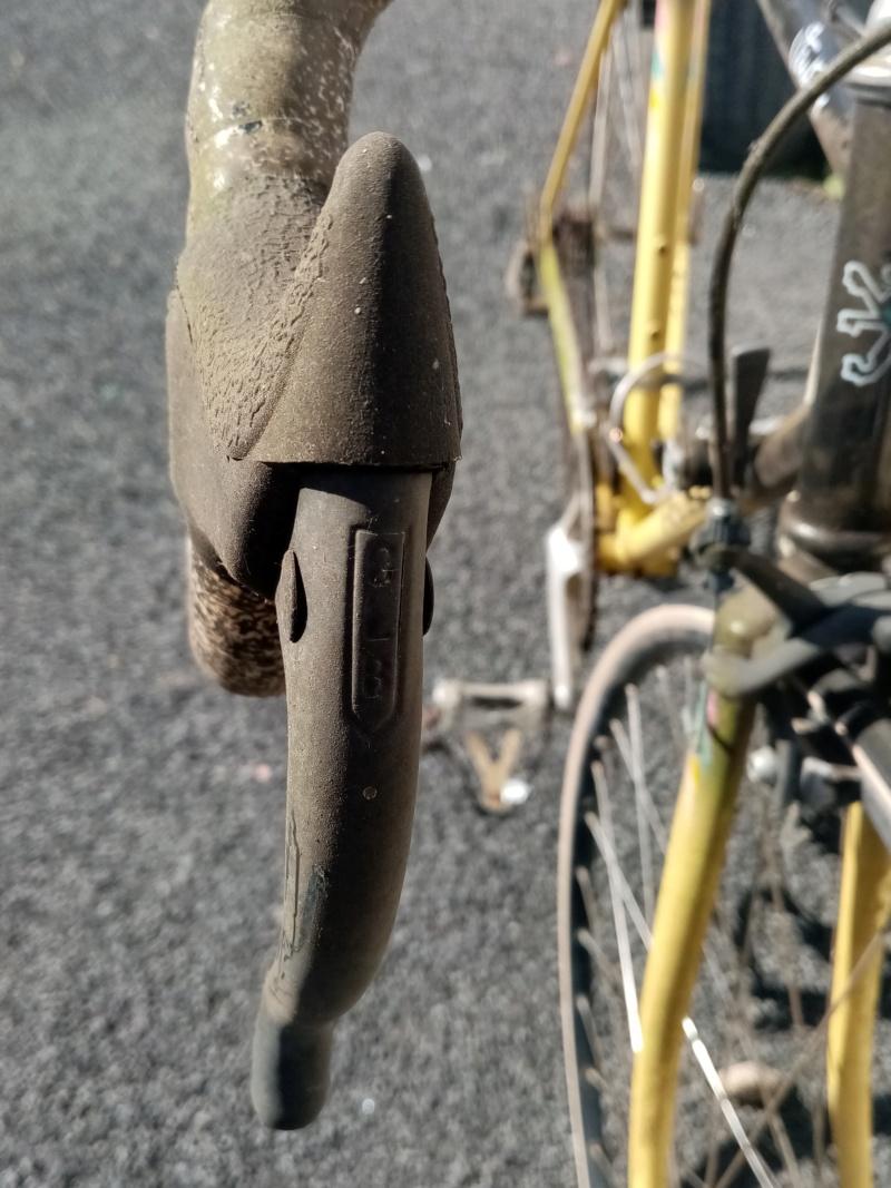 PEUGEOT VENTOUX 1989 12V noir/jaune 02017