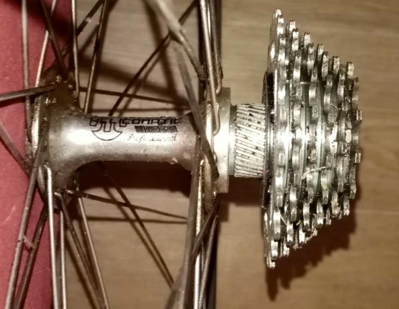 roue arrière HELICOMATIC  , montage de la RL + rondelle de fermeture + clef  02817