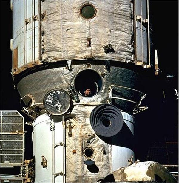 STS-126 - Page 5 Sans-t12
