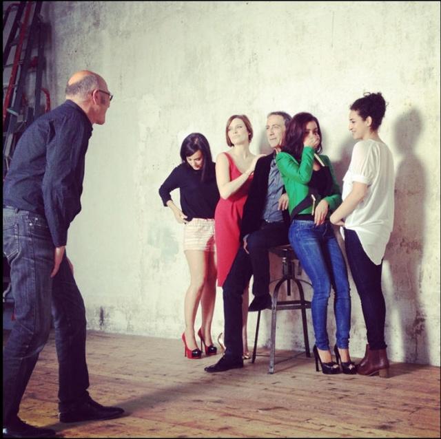 Photos Paris Match avec Alain Chamfort et les copines (04 mai 2012) 12040510