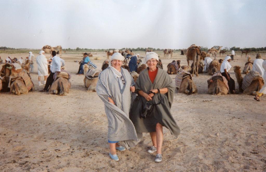 Elle réclame 110.000 euros a TripAdvisor ,pour étre tombé d'un chameau  Img01010