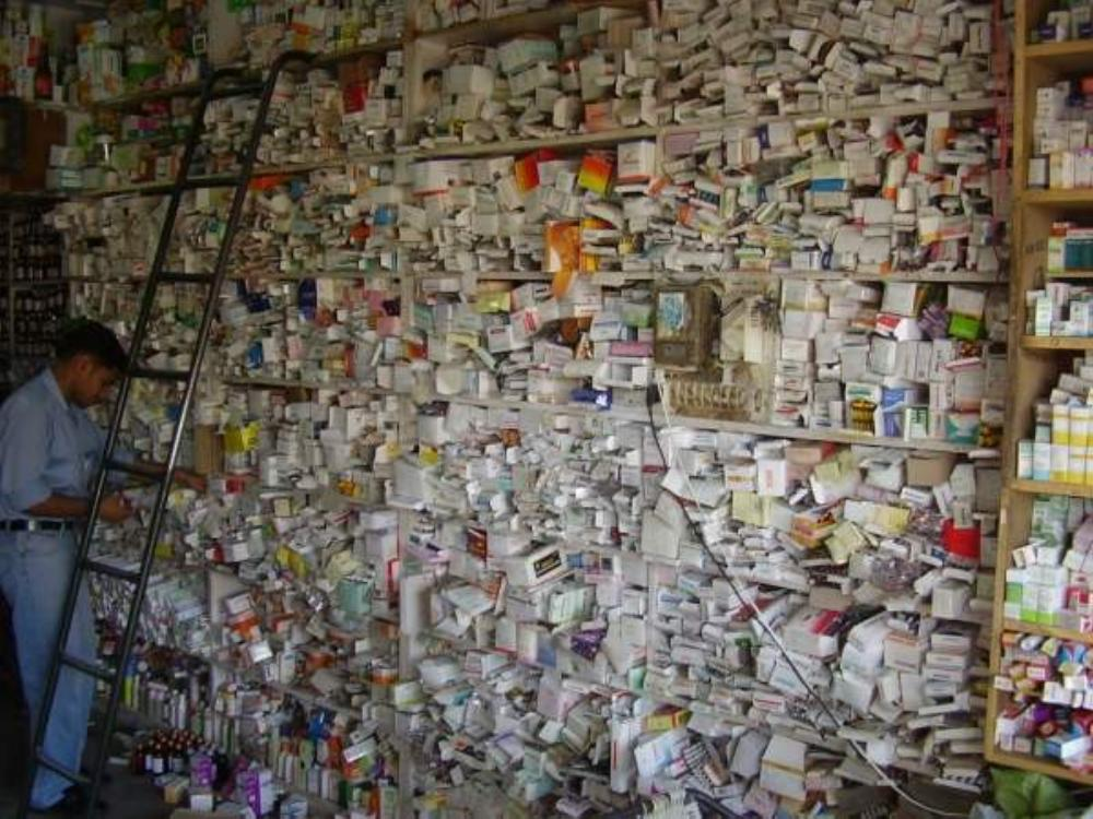 Une pharmacie aux Indes... Pharm_11