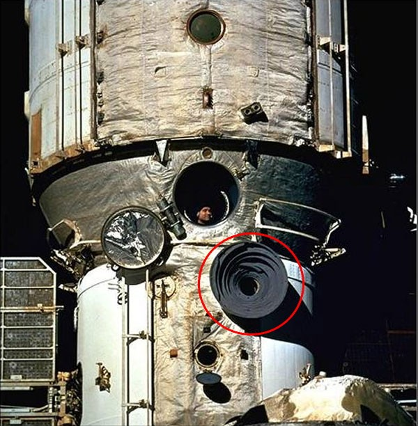 STS-126 - Page 5 Sans-t10