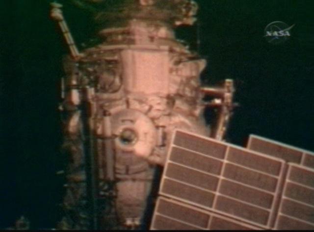 Sortie dans l'espace (EVA du 23 décembre 2008) Vlcsna54