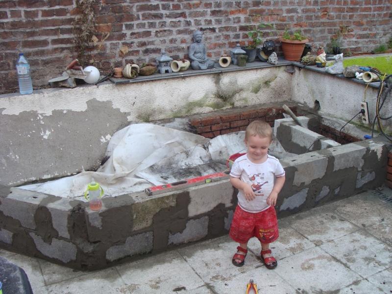mon bassin sur la terrase pour boire un verre au pres des carpe koii Dsc01811