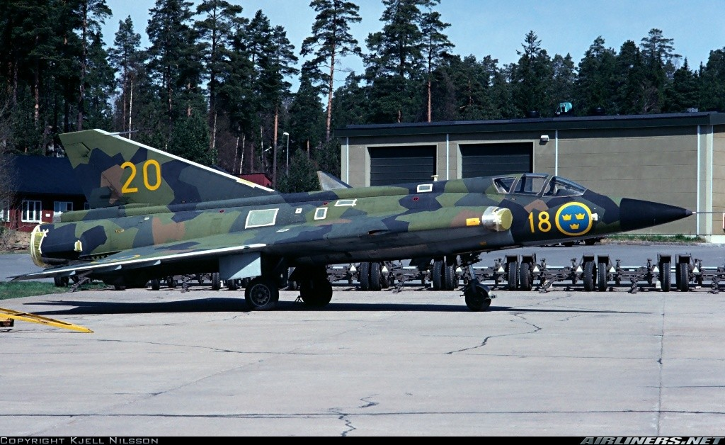 "SAAB J-35? ""Draken"" [1/48 - Lindberg] 15942910"