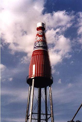 Ketchup géant à Collinsville, Illinois - USA Ket210