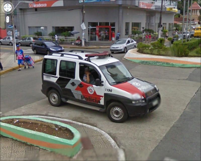 STREET VIEW : véhicules de police du monde - Page 6 Police10