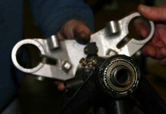 Removing steering stem top bolt K100 RS  Steeri11