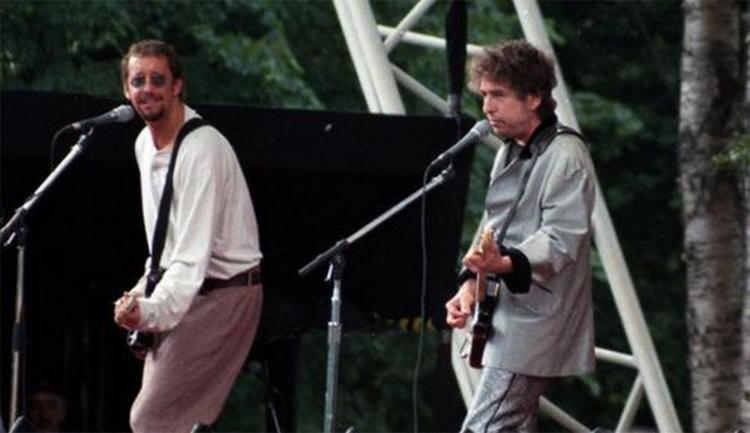 Les 1000 visages d'Eric Clapton - Page 5 11277_10