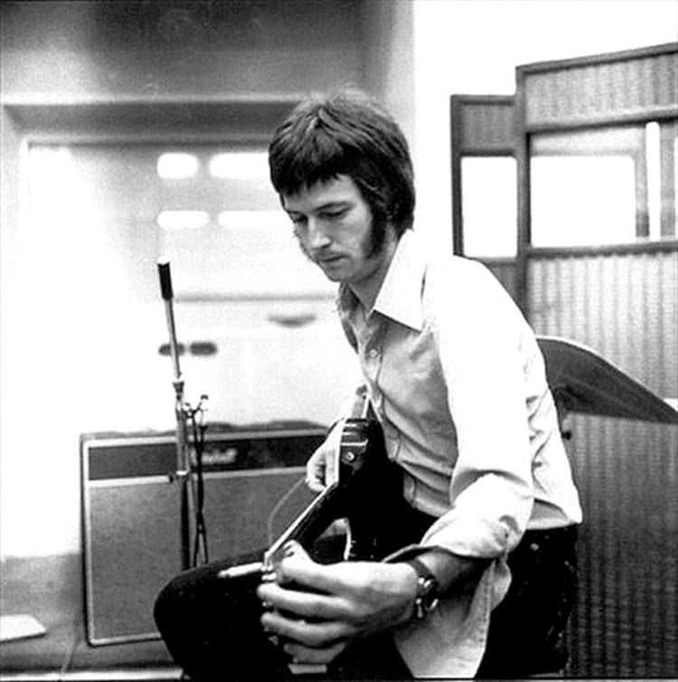Les 1000 visages d'Eric Clapton - Page 5 55324010