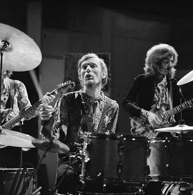 Les 1000 visages d'Eric Clapton - Page 5 55454910