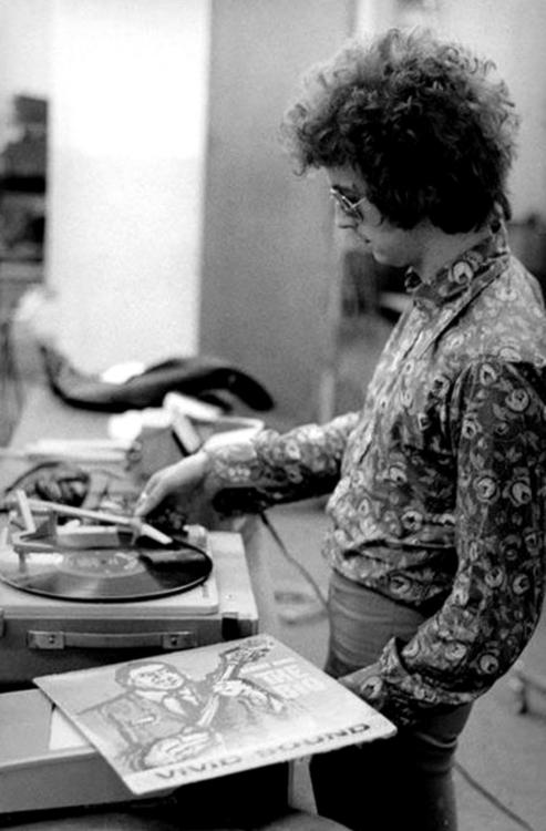 Les 1000 visages d'Eric Clapton - Page 5 Sans_t50
