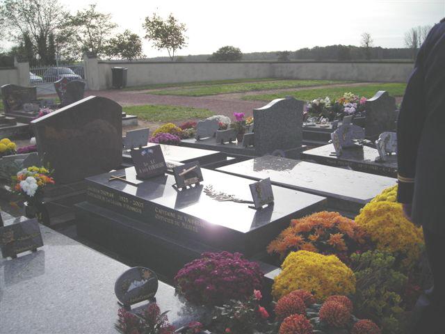 Dépot de la plaque funéraire sur la tombe du Commandant Thomas Cimeti12