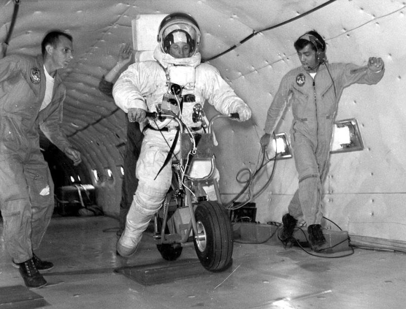 Buzz Aldrin au mk2 Bibliothèque le 19 octobre ! - Page 6 Lunar-10
