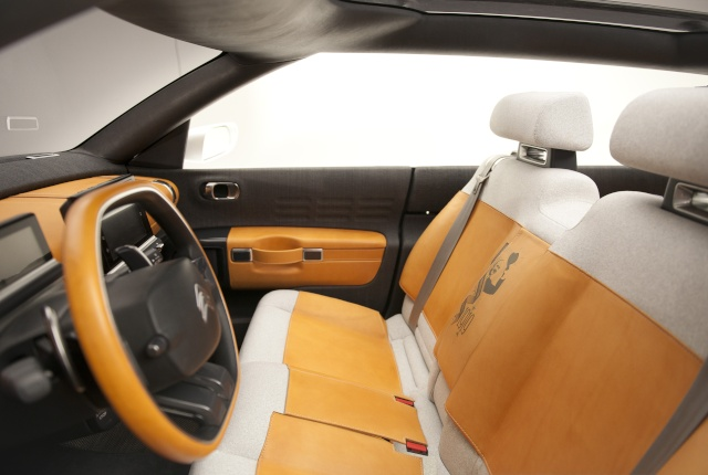 2014 - [FUTUR MODELE] Citroën C4 Cactus [E31] (photos p.54) - Page 2 L2013_16