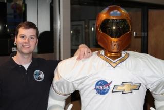 Ce soir R2 au Super Bowl (sur W9 à minuit) Robo10
