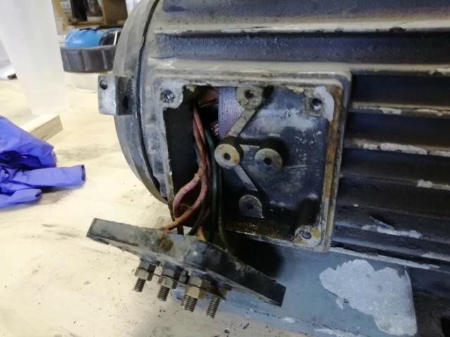 Quel niveau d'huile sur mon vieux compresseur ? Img_2013