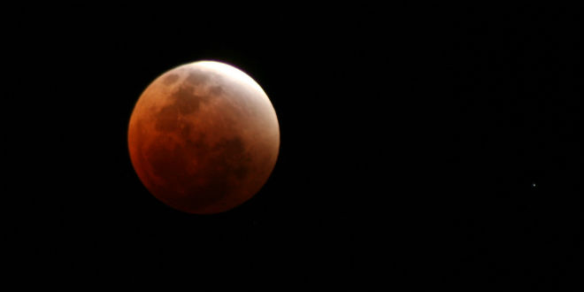Rabbinic Expert: First Super Blood Moon of the Year Sign of Earthquakes, Governments Will Fall Blood-11