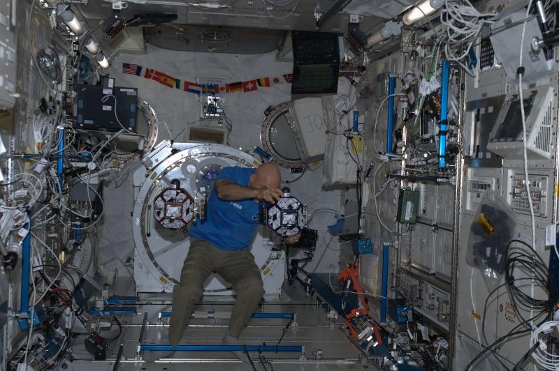 Expedition 36 (Déroulement de la mission) - Page 5 Sphere11
