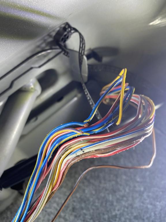 [ BMW E34 525i BG02730 an 1990 ] Problèmes de feux arrières.(Résolu) 5397f010