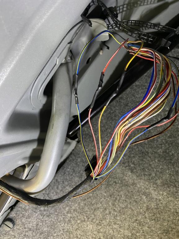 [ BMW E34 525i BG02730 an 1990 ] Problèmes de feux arrières.(Résolu) Img_7911