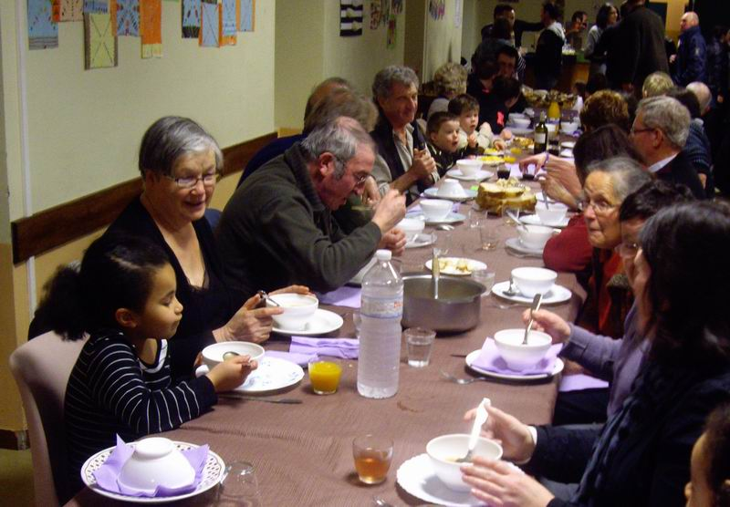 École Saint Thérèse : Kig ha farz le 16 mars Imgp3224