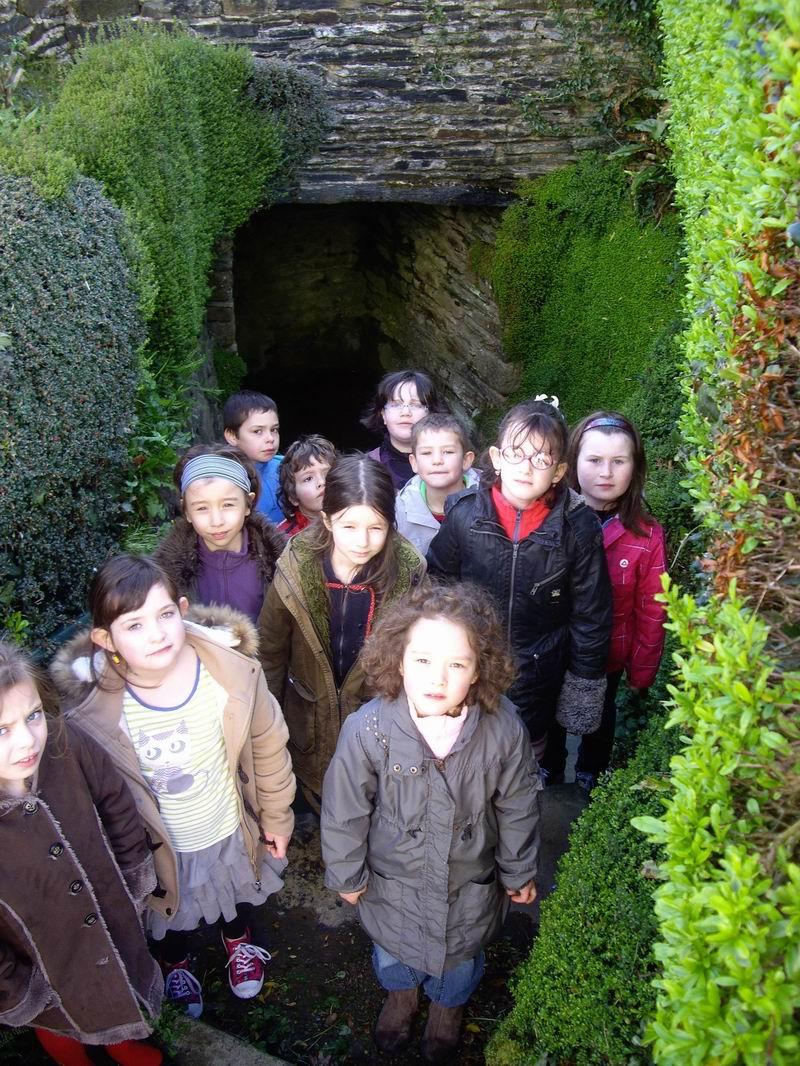 Le lavoir de Brasparts visité par les enfants de l'école Sainte Thérèse Imgp3415