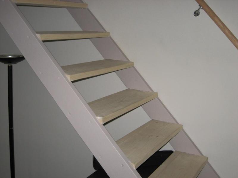 peindre un escalier en pin brut Escali10